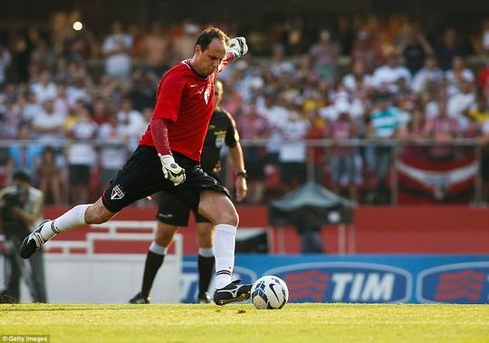 rogerio_centi_last_match_9.jpg
