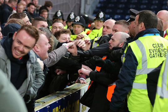 Stoke fans clash with police and stewards 14.02.2015