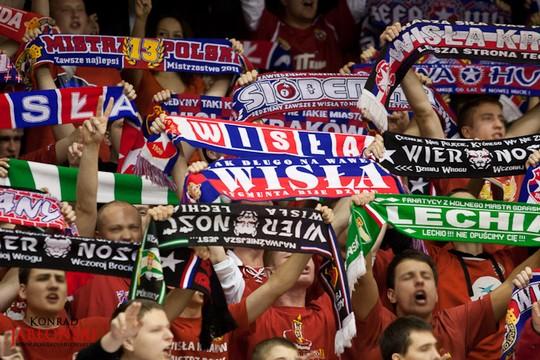 Fenomenul Ultras in alte sporturi - Pagina 2 Wisla-spartak_13