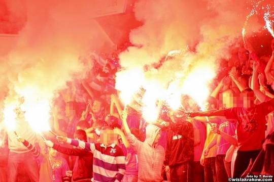 Fenomenul Ultras in alte sporturi - Pagina 2 Wisla-spartak_3