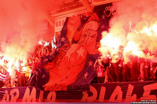 Fenomenul Ultras in alte sporturi - Pagina 2 Wisla-spartak_4