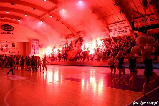 Fenomenul Ultras in alte sporturi - Pagina 2 Wisla-spartak_5