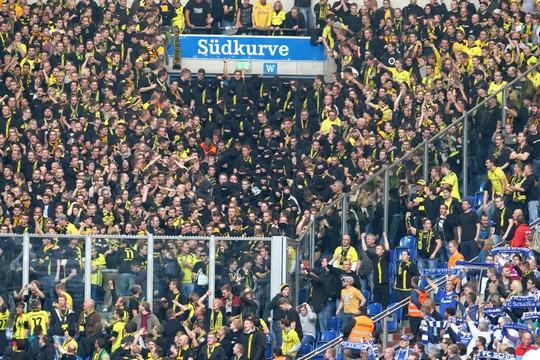 Le Mouvement en Allemagne . - Page 8 Schalke-bvb_18