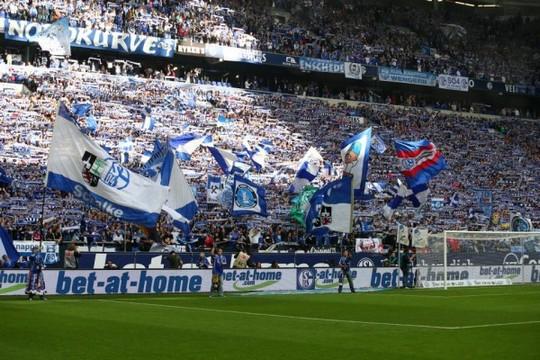 Le Mouvement en Allemagne . - Page 8 Schalke-bvb_21