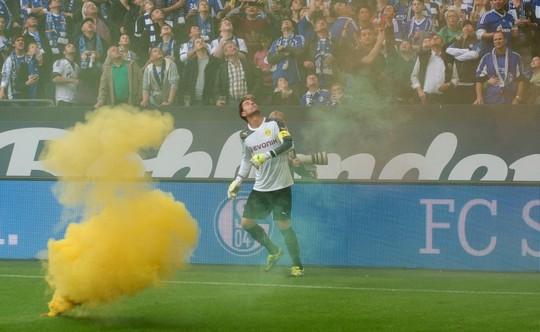 Le Mouvement en Allemagne . - Page 8 Schalke-bvb_7