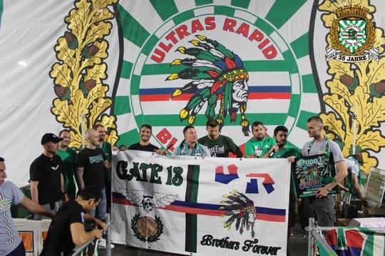 Le mouvement en Autriche - Page 2 Ultras_rapid_25_years_24
