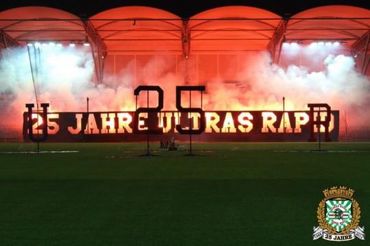 Le mouvement en Autriche - Page 2 Ultras_rapid_25_years_30