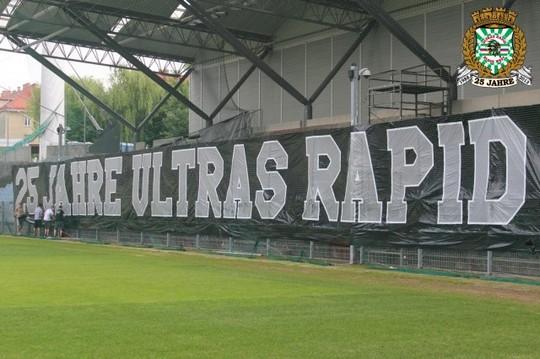 Le mouvement en Autriche - Page 2 Ultras_rapid_25_years_4