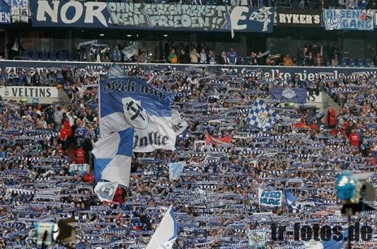 Le Mouvement en Allemagne . - Page 8 Schalke-bayern_10
