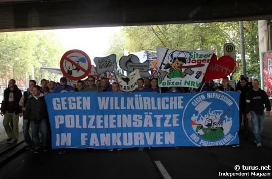 Le Mouvement en Allemagne . - Page 8 Schalke-bayern_3