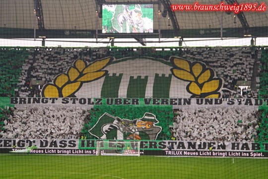Le Mouvement en Allemagne . - Page 8 Wolfsburg-eintracht_5
