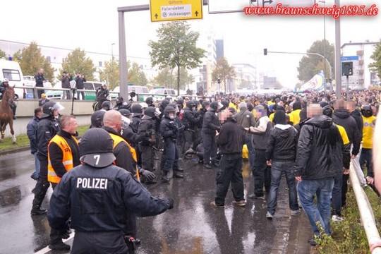Le Mouvement en Allemagne . - Page 8 Wolfsburg-eintracht_9