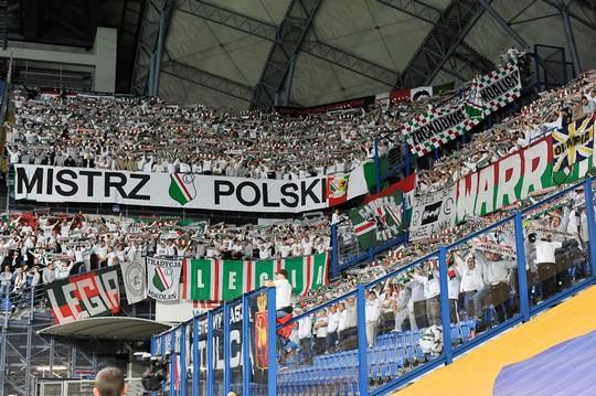 Le mouvement en pologne - Page 5 Lech-legia_19