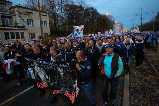 Le mouvement en pologne - Page 5 Lech-legia_5